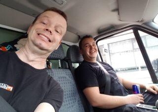 Fuhrmann Umzugsunternehmen - zwei Personen im Transporter